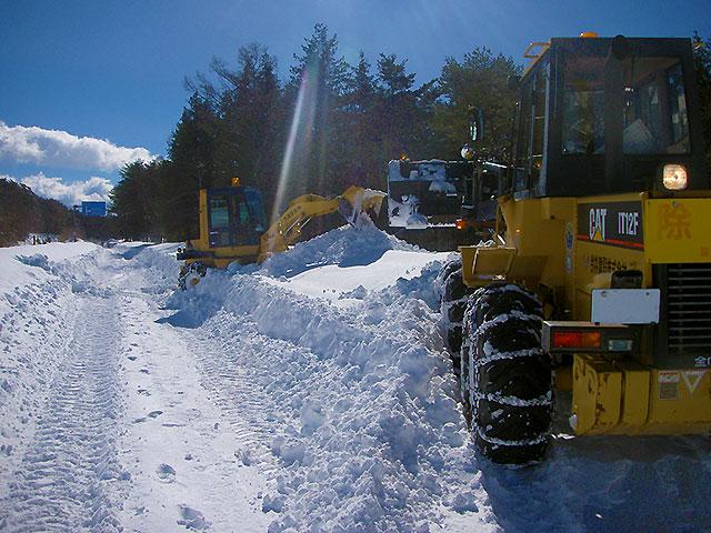 道路の除雪作業