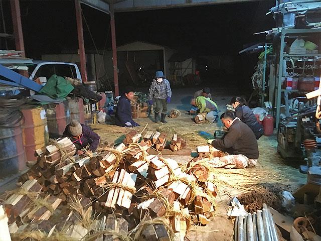 薪制作の様子