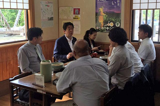 安倍首相との昼食会